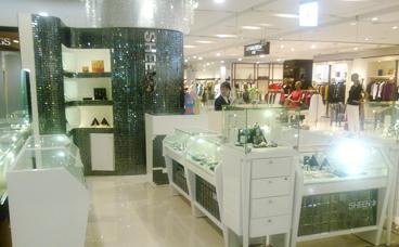 商场展柜吸引顾客的小技能-南京大唐格雅展柜