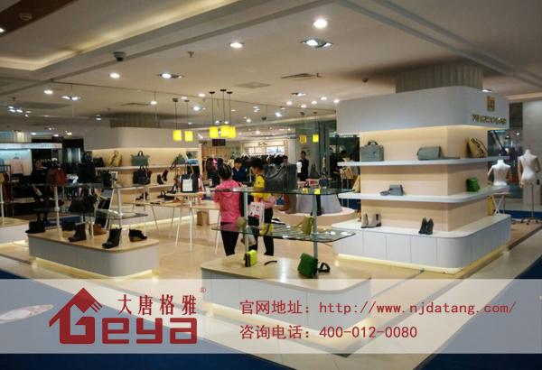 商业空间鞋子柜台的布置设计_南京大唐格雅展柜工厂