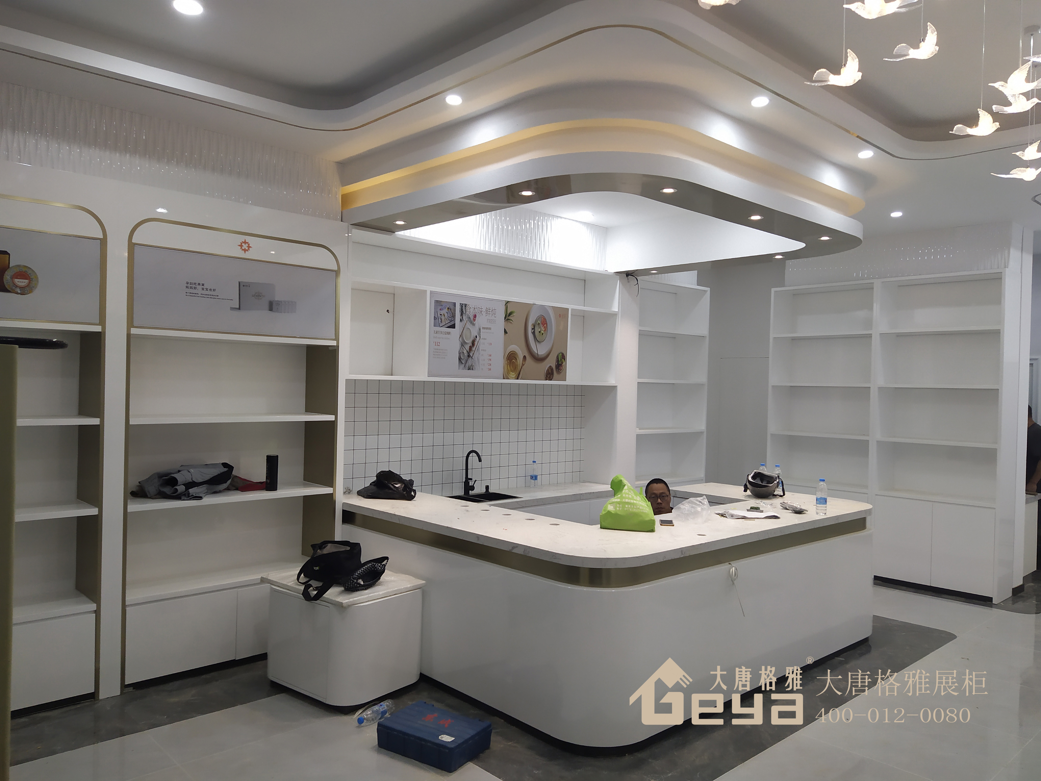 验收定制烤漆展柜需注意哪些细节——南京大唐格雅展柜厂
