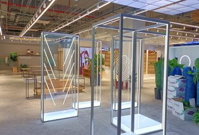 亚克力展示柜和展示架的区别